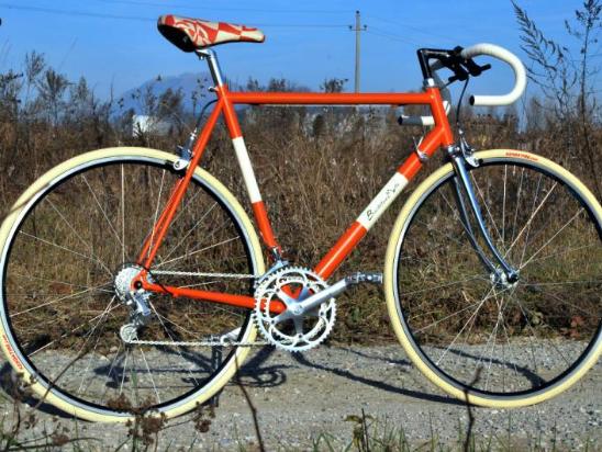 handmade-bike-seat-Hermes-orange-spirito-retro-biciclettaiomatto