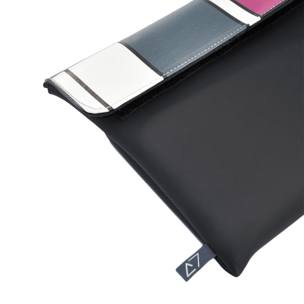 clutch-bag-ipad-case-9.7-neoprene-graphic-piet-mondrian-front-detail-logo-Derriereitalia