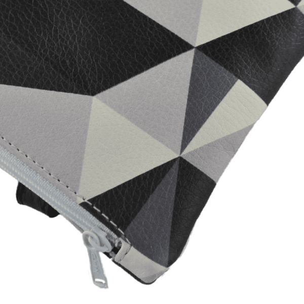 zipped-closure-belt-bag- triangle-front-detail