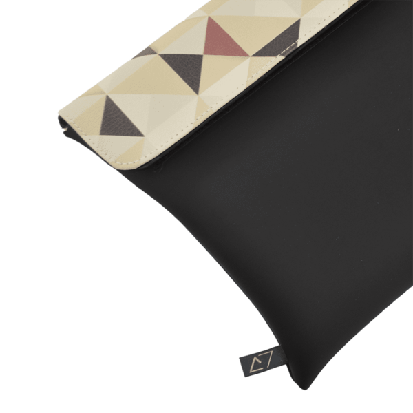 clutch-bag-ipad-case-9.7-neoprene-graphic-triangle-beige-pattern-front-detail-logo-Derriereitalia