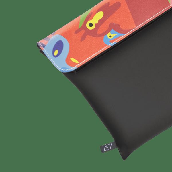clutch-bag-ipad-case-9.7-neoprene-graphic-multicolor-graffiti-pattern-front-detail-logo-Derriereitalia