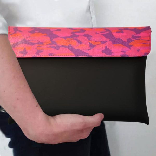 outfit-ideas-clutch-bag-ipad-case-9.7-neoprene-graphic-animalier-pink